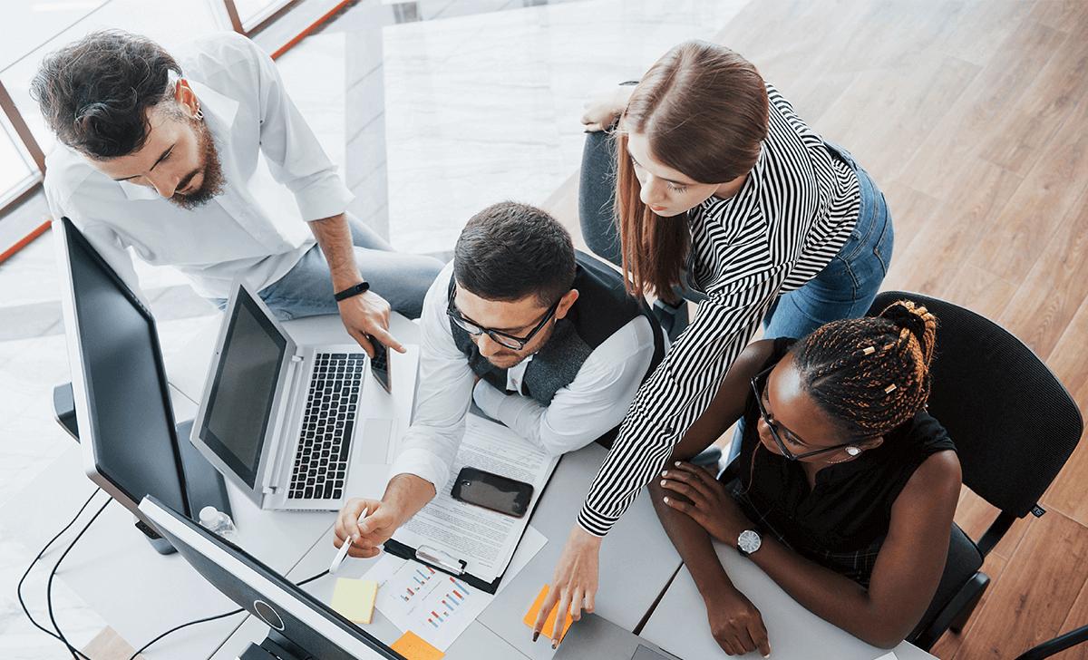 ¿Cuál es la importancia de mantener la organización en el trabajo?